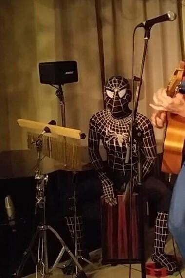 ブラックスパイダーマン IN 塩屋