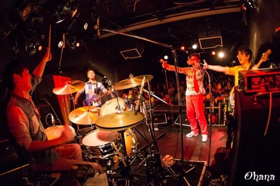 ワタフラ@太陽と虎 ライブ ドラムという名の要塞ワタフラ@太陽と虎 ライブ サムアップ
