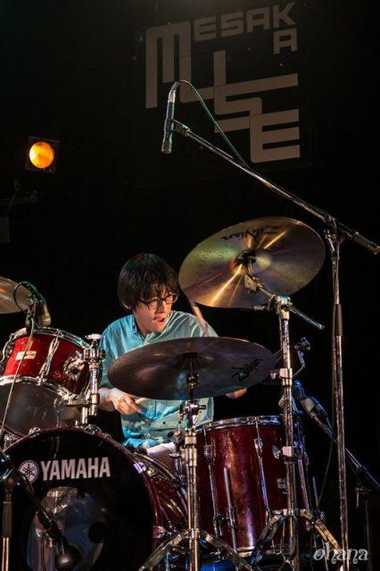 江坂MUSEでドラムを叩く